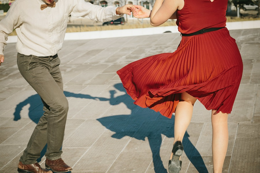 swing vs lindy hop